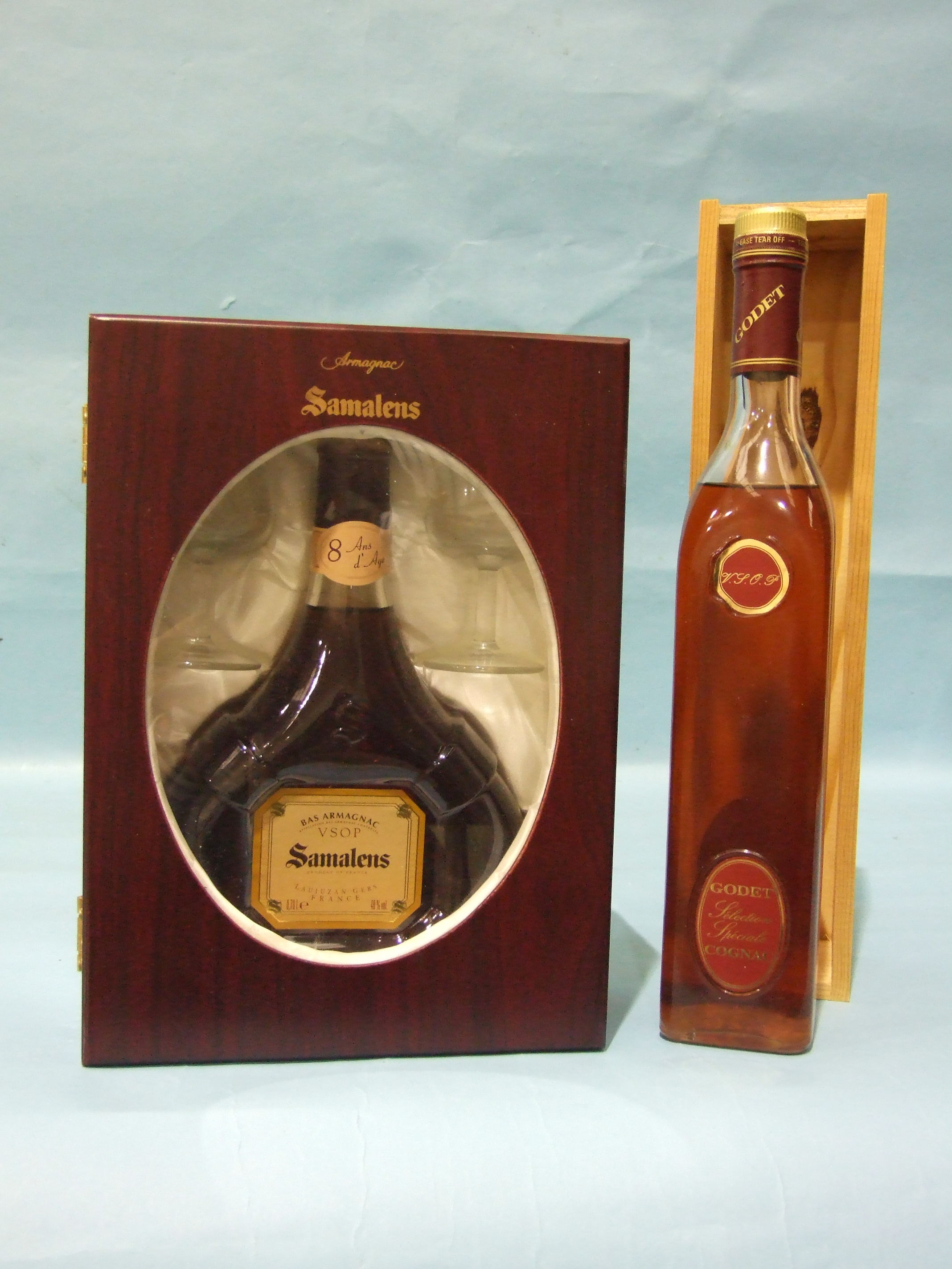Lot 46 - Godet VSOP Selection Special Cognac, 700ml, 40%, in wood box, (seepage, level mid-shoulder) and