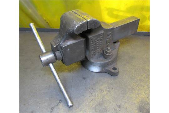 Simplex No43 4 12quot Swivel Bench Vise