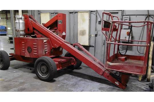 JLG 33HA ARTICULATING BOOM AERIAL LIFT WITH 401