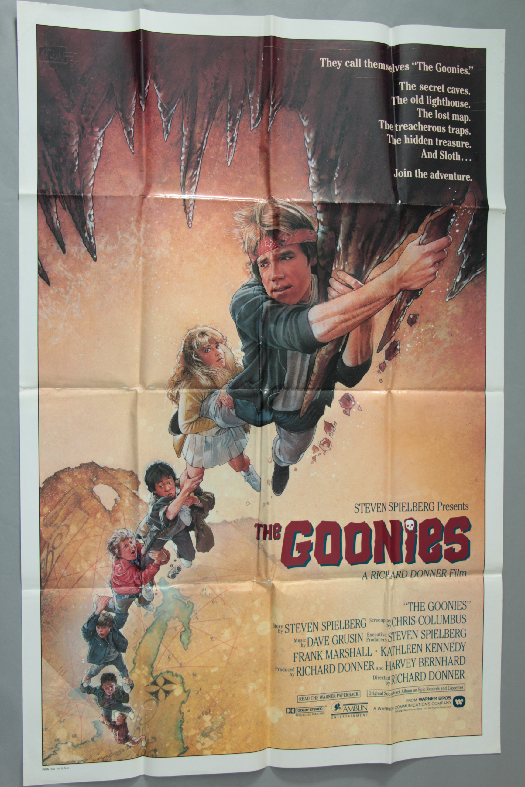 Lot 6 - The Goonies 1985 US one sheet film poster from Spielberg with art by Drew Struzan,