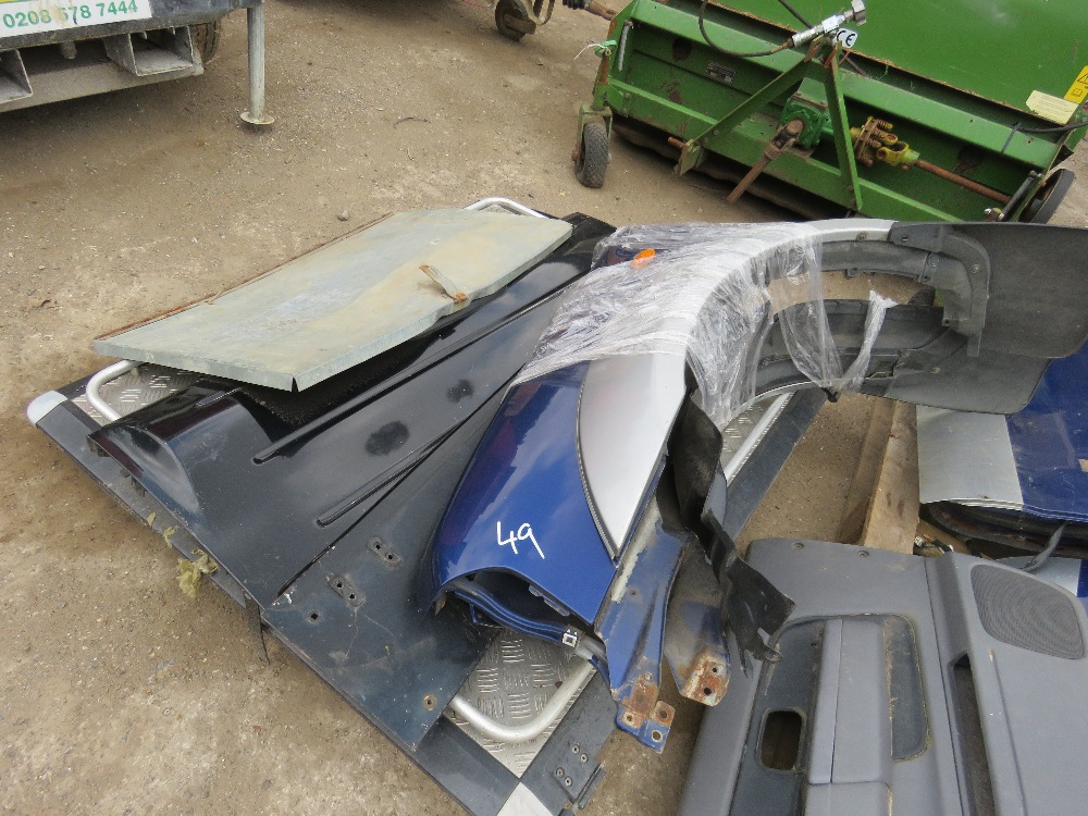 LARGE QUANTITY OF NISSAN NAVARA PANELS AND ENGINE PARTS FROM 2002 TRUCK. - Image 5 of 5