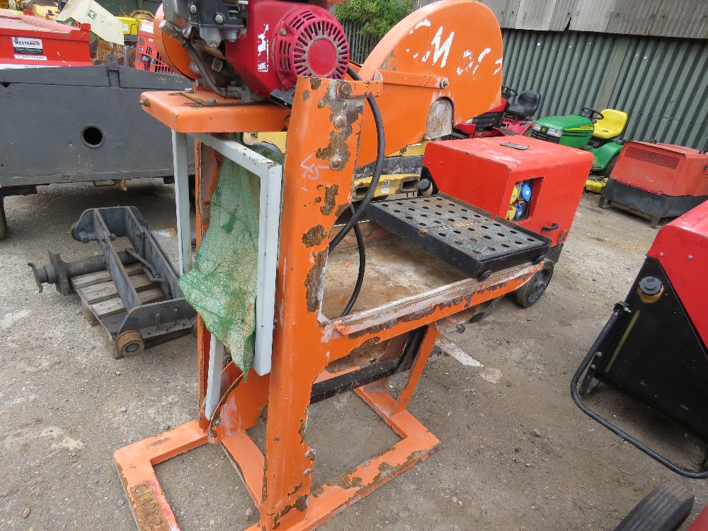 Lot 45 - PETROL ENGINED CLIPPER SAWBENCH