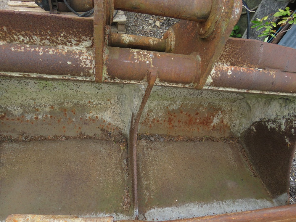 80MM PINNED 6FT DIGGER BUCKET NEEDS REPAIR - Image 3 of 3