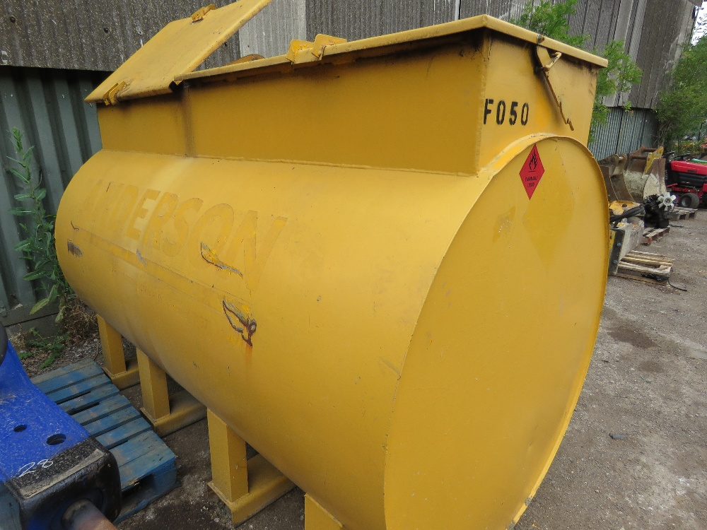 TERENCE BARKER 2727 LITRE CAPACITY DIESEL TANK WITH PUMP AND HOSE - Image 3 of 3