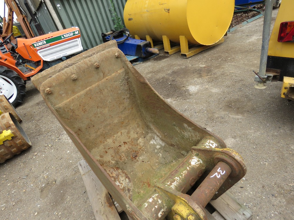 2ft Bucket on 65mm pins - Image 2 of 2
