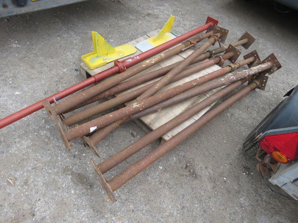 Lot 62 - 9 X ACROW TYPE SUPPORT PROPS PLUS 2 X STRONGBACKS