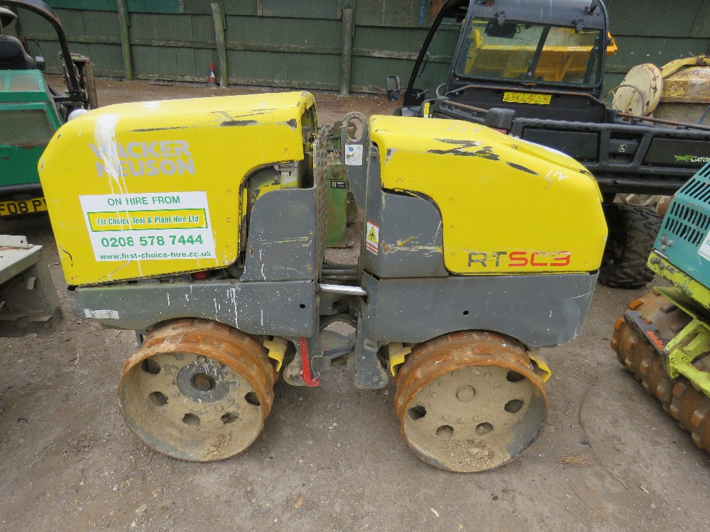 WACKER NEUSON RTSC3 DOUBLE DRUM TRENCH ROLLER YEAR 2007 PN: 5864FC WHEN TESTED WAS SEEN TO DRIVE AND - Image 2 of 5