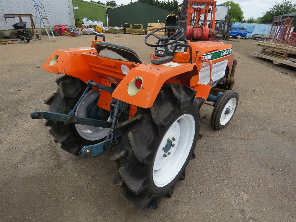 KUBOTA 20HP 2WD COMPACT TRACTOR C/W REAR LINKAGE. WHEN TESTED WAS SEEN TO DRIVE, STEER AND BRAKE - Image 3 of 5