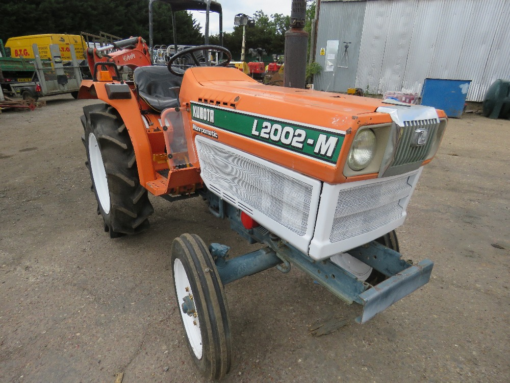 KUBOTA 20HP 2WD COMPACT TRACTOR C/W REAR LINKAGE. WHEN TESTED WAS SEEN TO DRIVE, STEER AND BRAKE