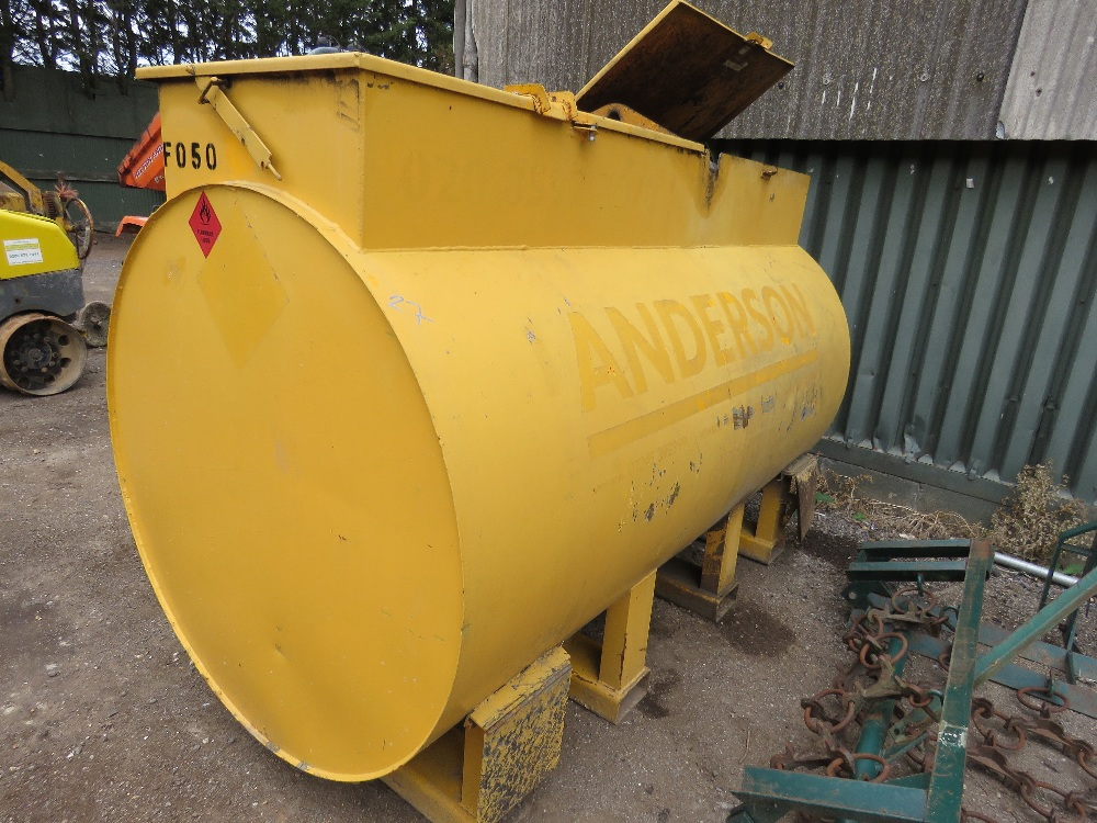 TERENCE BARKER 2727 LITRE CAPACITY DIESEL TANK WITH PUMP AND HOSE
