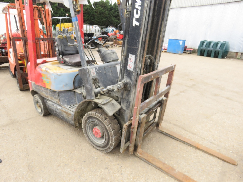 TCM CONTAINER SPEC FHD18Z8 DIESEL FORKLIFT WITH SIDE SHIFT ON SOLID TYRES, YEAR 1999, 1.8 TONNE LIFT