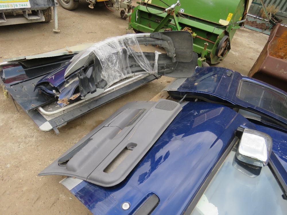 LARGE QUANTITY OF NISSAN NAVARA PANELS AND ENGINE PARTS FROM 2002 TRUCK. - Image 4 of 5
