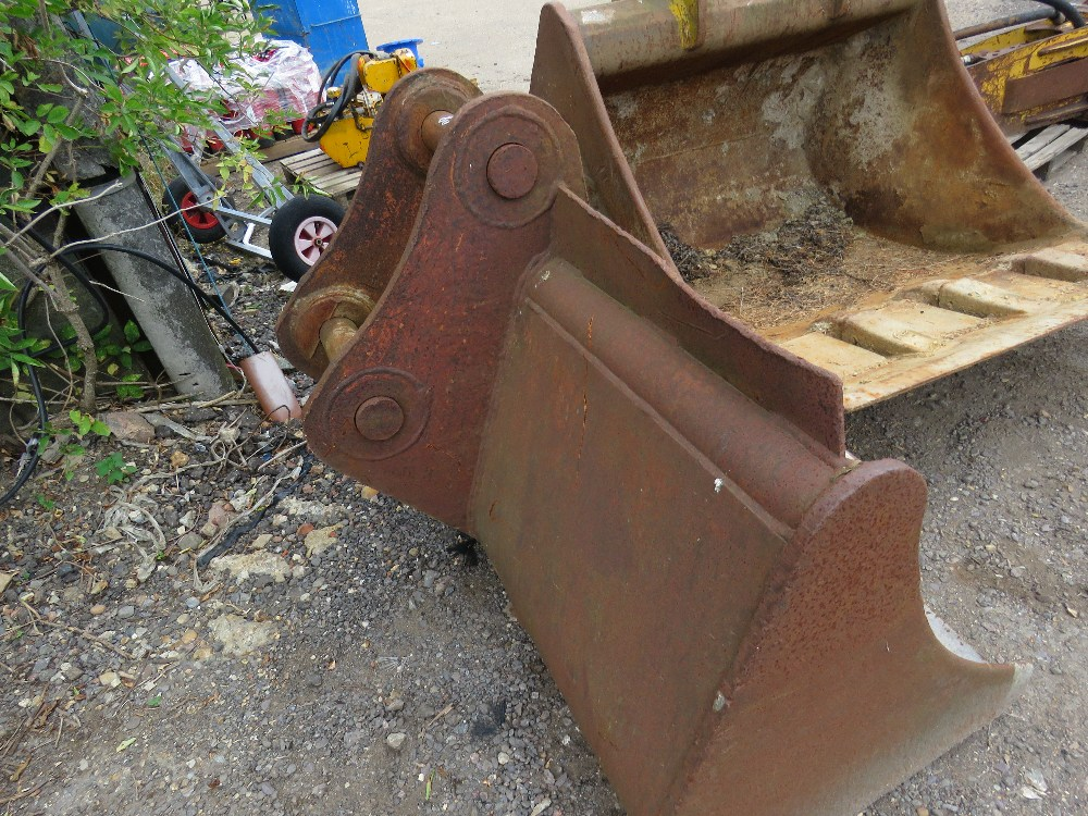 80MM PINNED 6FT DIGGER BUCKET NEEDS REPAIR - Image 2 of 3
