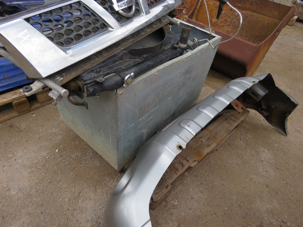 LARGE QUANTITY OF NISSAN NAVARA PANELS AND ENGINE PARTS FROM 2002 TRUCK. - Image 2 of 5