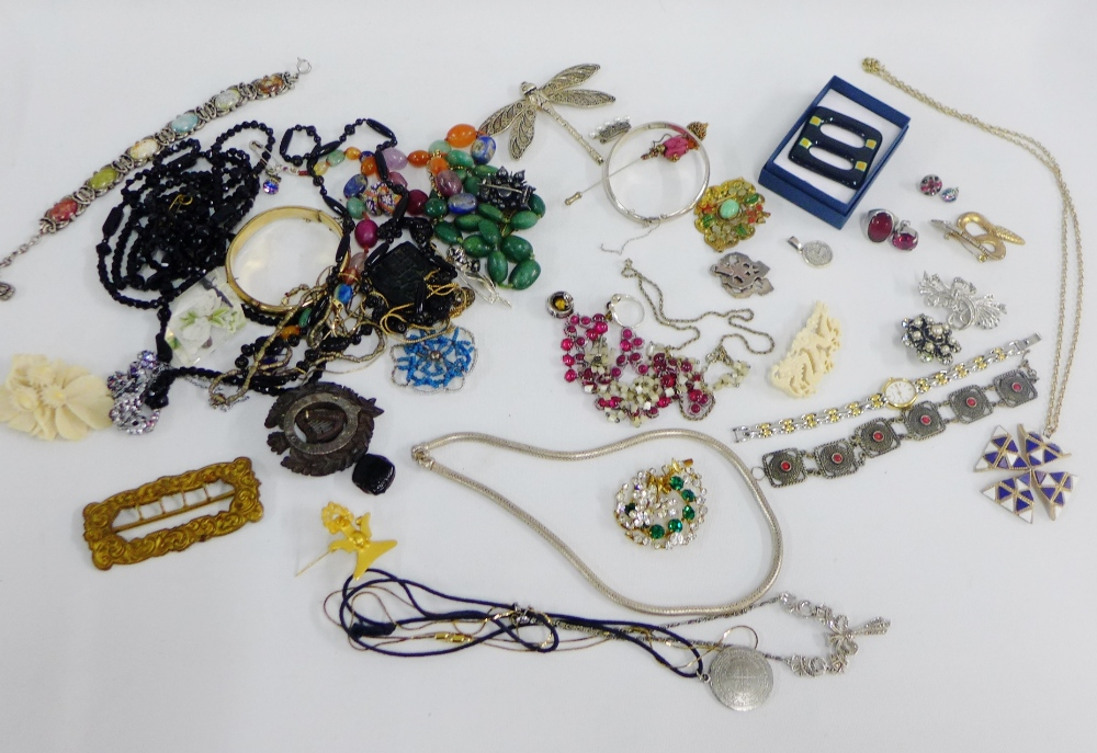 Lot 32 - A collection of costume jewellery, etc (a lot)