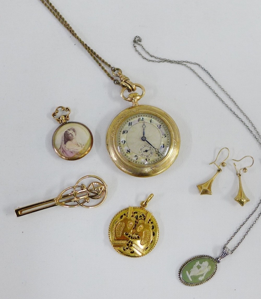 Lot 34 - A mixed lot to include a 9 carat gold cased fob watch, 9 carat gold earrings, 9 carat gold brooch,