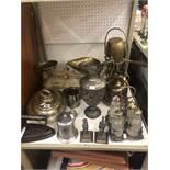 A quantity of assorted metalware