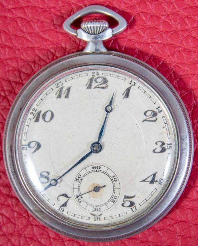 Flache Halbsavonette-Herrentaschenuhr, Gehäuse in 900er Silber, Staubdeckel lässt sich nicht öffnen,