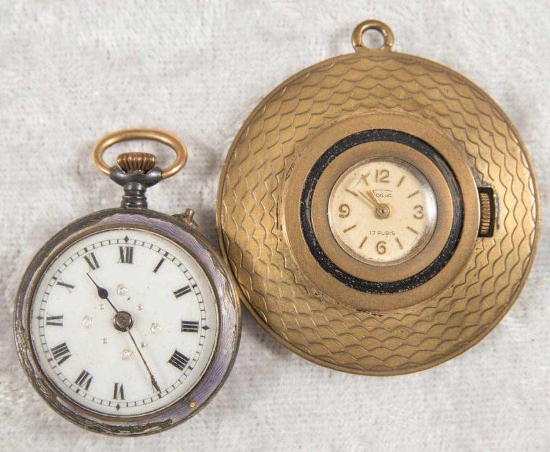 2 alte/antike Damen-Schmucktaschenuhren, ungeprüft, 1 x mit transluzidem Emaille-Dekor.