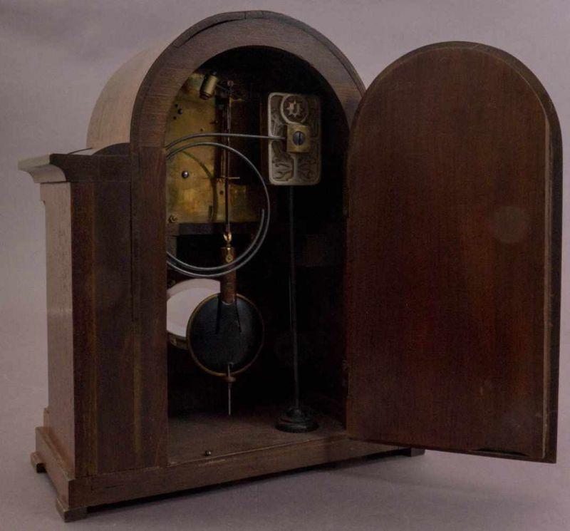 Tischuhr/Vertikouhr um 1900/20. Eichengehäuse mit seitlich frontal gestellten Säulen, ca. 31 x 26 - Image 3 of 5