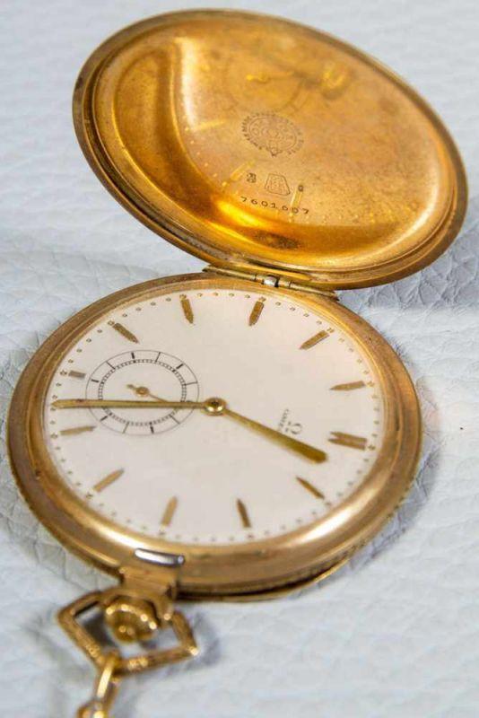 Lot 5803 - OMEGA Sprungdeckeltaschenuhr, 585er/14K Gelbgoldgehäuse & Uhrenkette. Brutto ca. 79 gr. Werk läuft