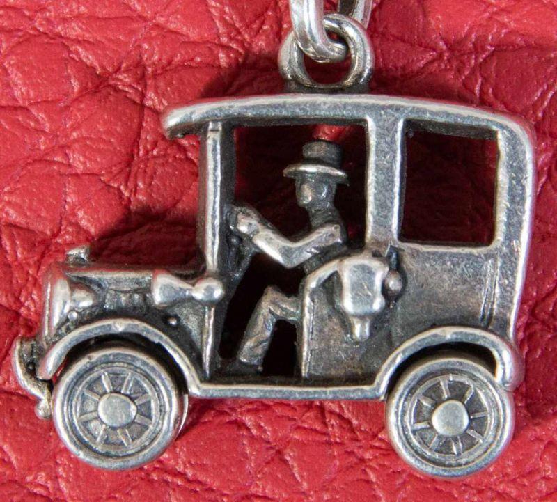 """Silberne Taschenuhrenkette/Gliederkette mit """"Automobil""""-Anhänger, Länge ca. 28 cm, ca. 38 gr. - Image 2 of 2"""