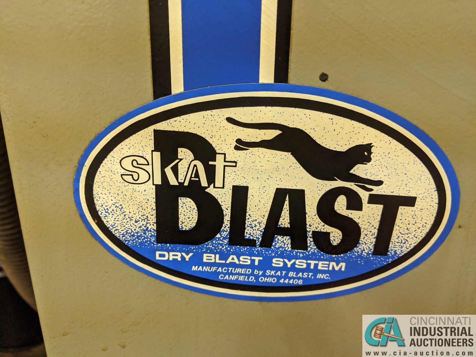 """46"""" WIDE SKAT-BLAST ABRASIVE BLAST CABINET WITH DUST COLLECTOR - Image 3 of 4"""