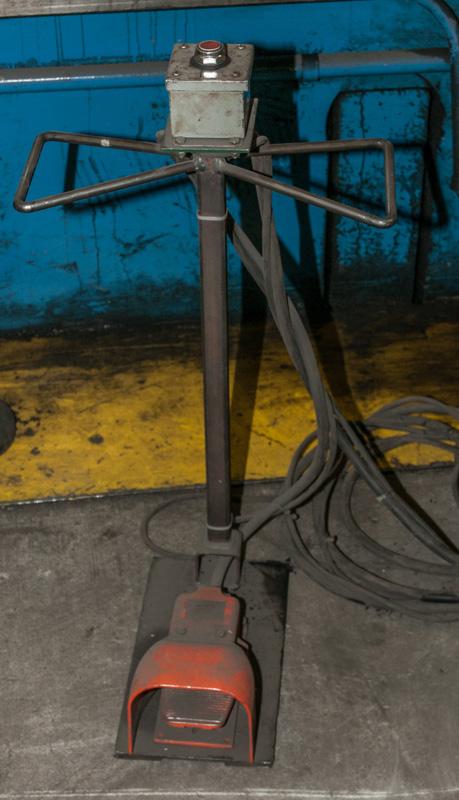 Cincinnati CNC Hydraulic Press Brake | 600 Ton x 30', Mdl: 600H x 26, S/N: 37720 - 8047P - Image 9 of 12