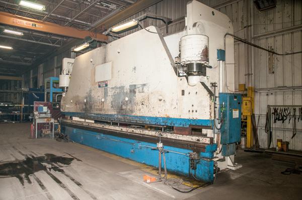 Cincinnati CNC Hydraulic Press Brake | 600 Ton x 30', Mdl: 600H x 26, S/N: 37720 - 8047P