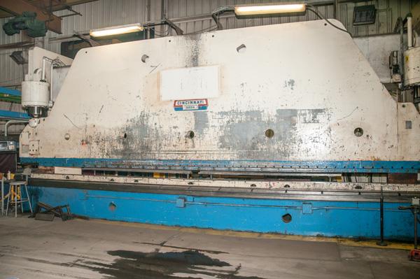 Cincinnati CNC Hydraulic Press Brake | 600 Ton x 30', Mdl: 600H x 26, S/N: 37720 - 8047P - Image 2 of 12