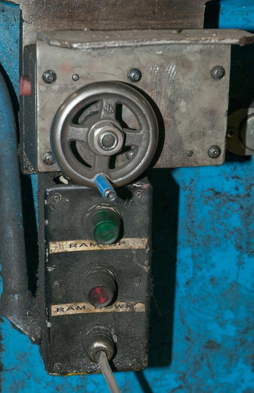 Cincinnati CNC Hydraulic Press Brake | 600 Ton x 30', Mdl: 600H x 26, S/N: 37720 - 8047P - Image 6 of 12