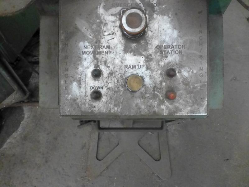 "Cincinnati 350-Ton x 12' Hydraulic Press Brake | Model 350 CBII; 14' LOA - 12' 6"" Between - Image 13 of 17"