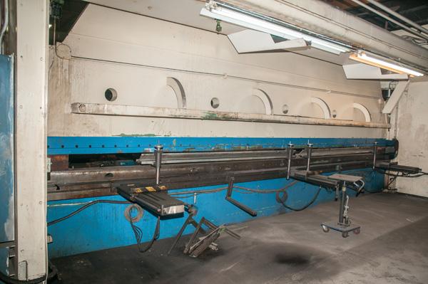 Cincinnati CNC Hydraulic Press Brake | 600 Ton x 30', Mdl: 600H x 26, S/N: 37720 - 8047P - Image 3 of 12