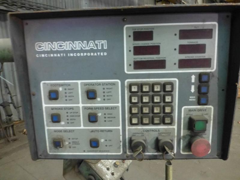 "Cincinnati 350-Ton x 12' Hydraulic Press Brake | Model 350 CBII; 14' LOA - 12' 6"" Between - Image 8 of 17"