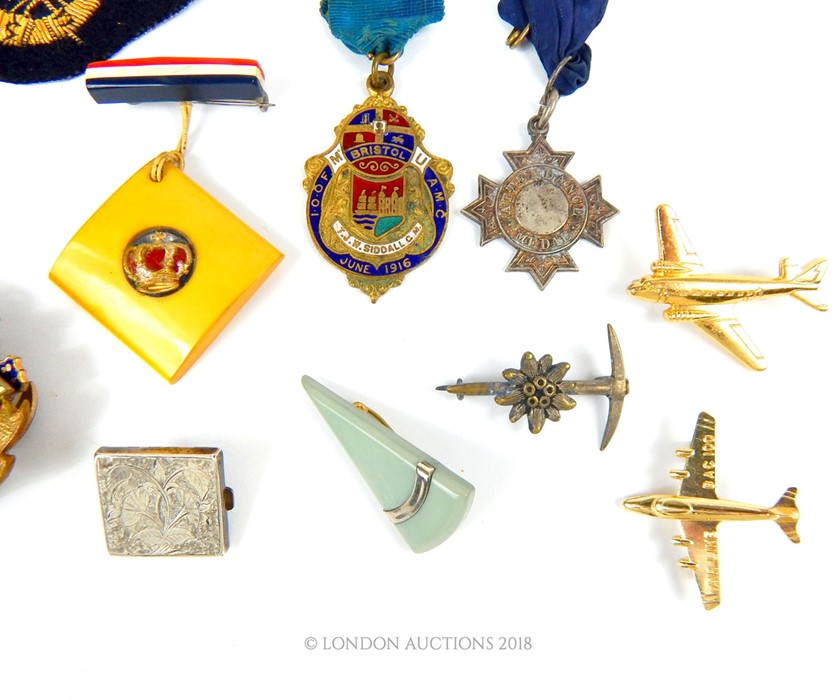 Lot 38 - A collection of medals, badges & pins