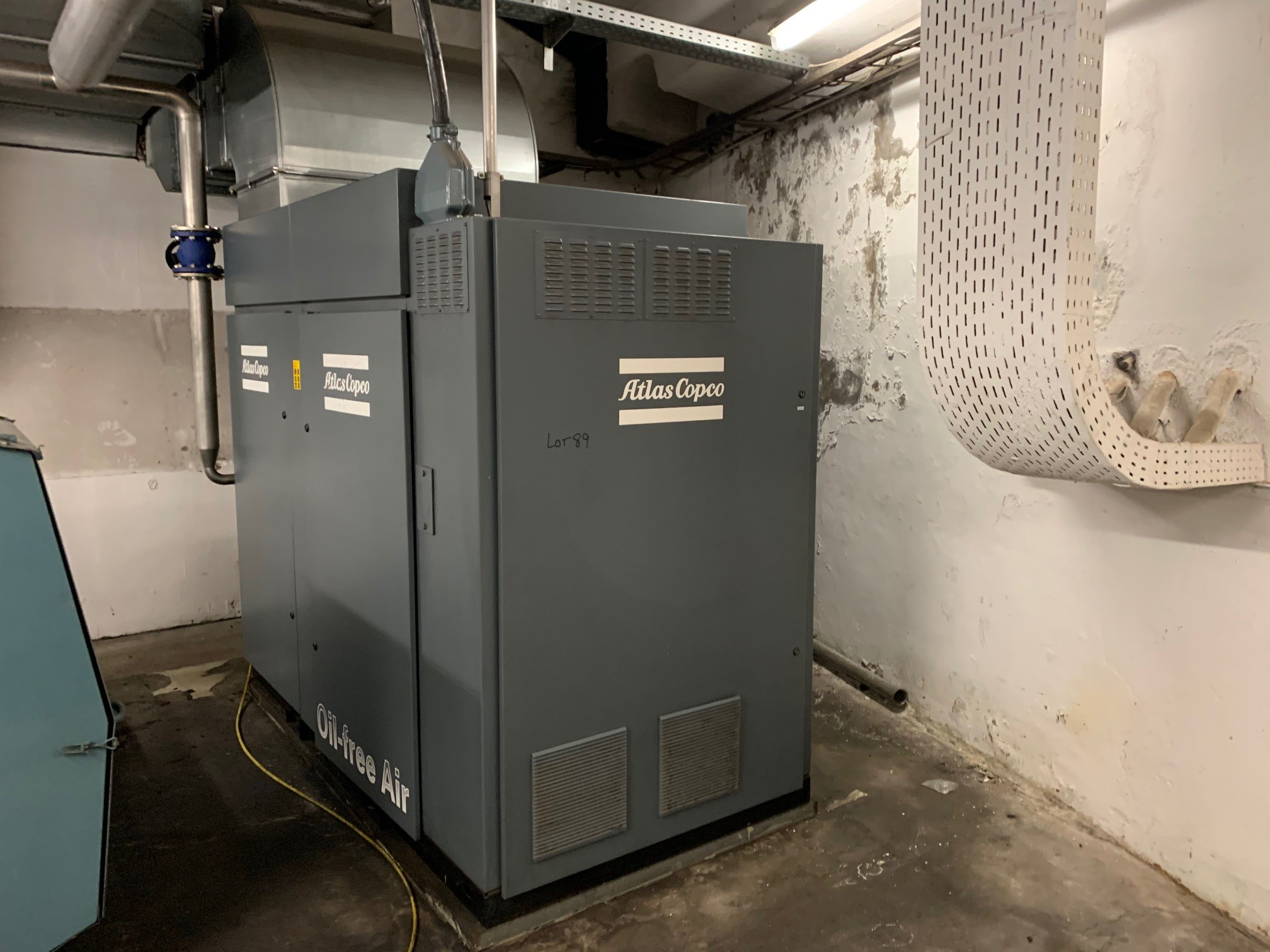 Lot 89 - Atlas Copco ZT90 VSD oil-free rotary screw compressor. Serial number AIF082905 (Dismantling and