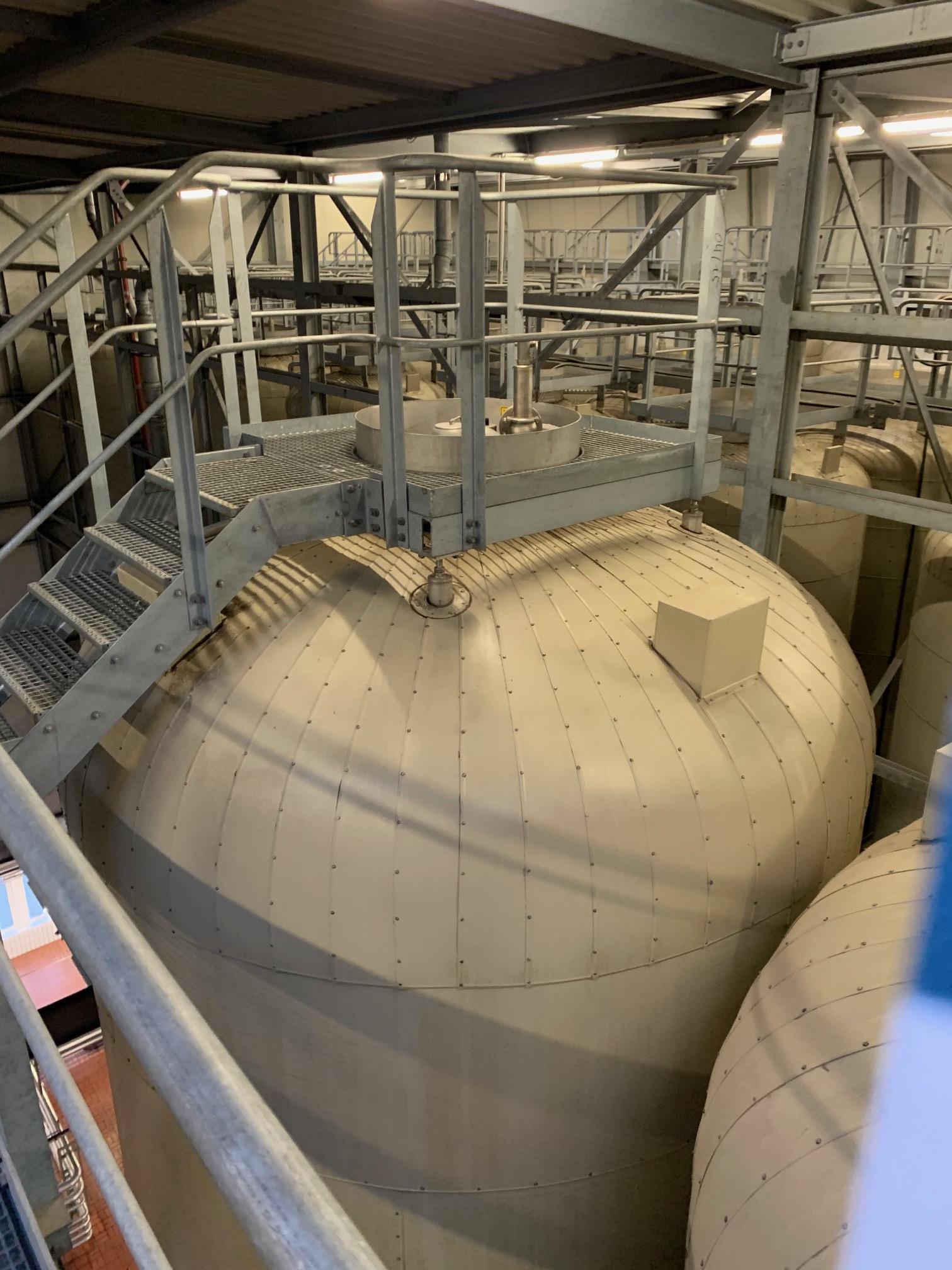 Lot 348F - Holvrieka vertical tank, Total capacity 33597 gall