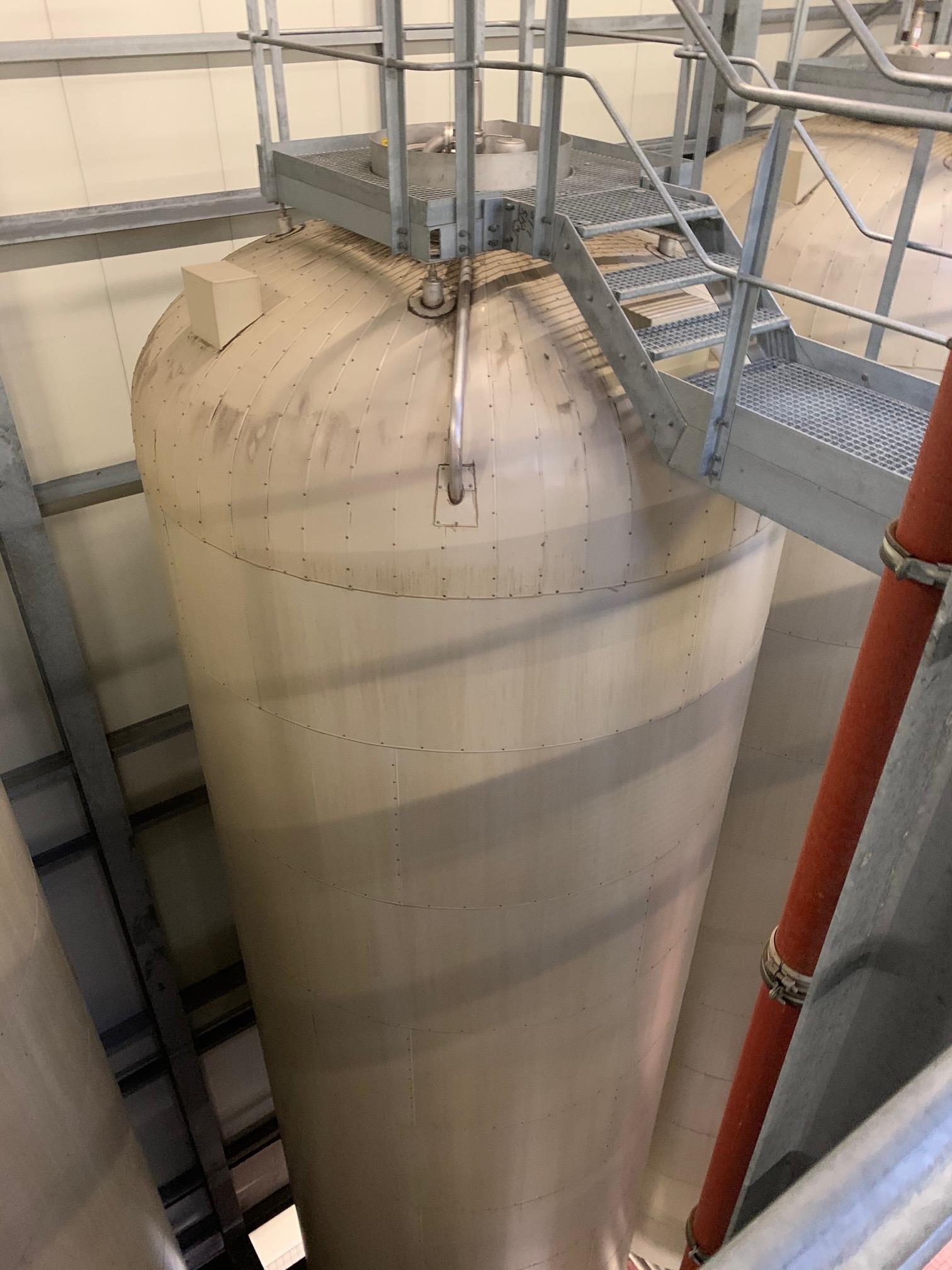 Lot 348E - Holvrieka vertical tank, Total capacity 33597 gall