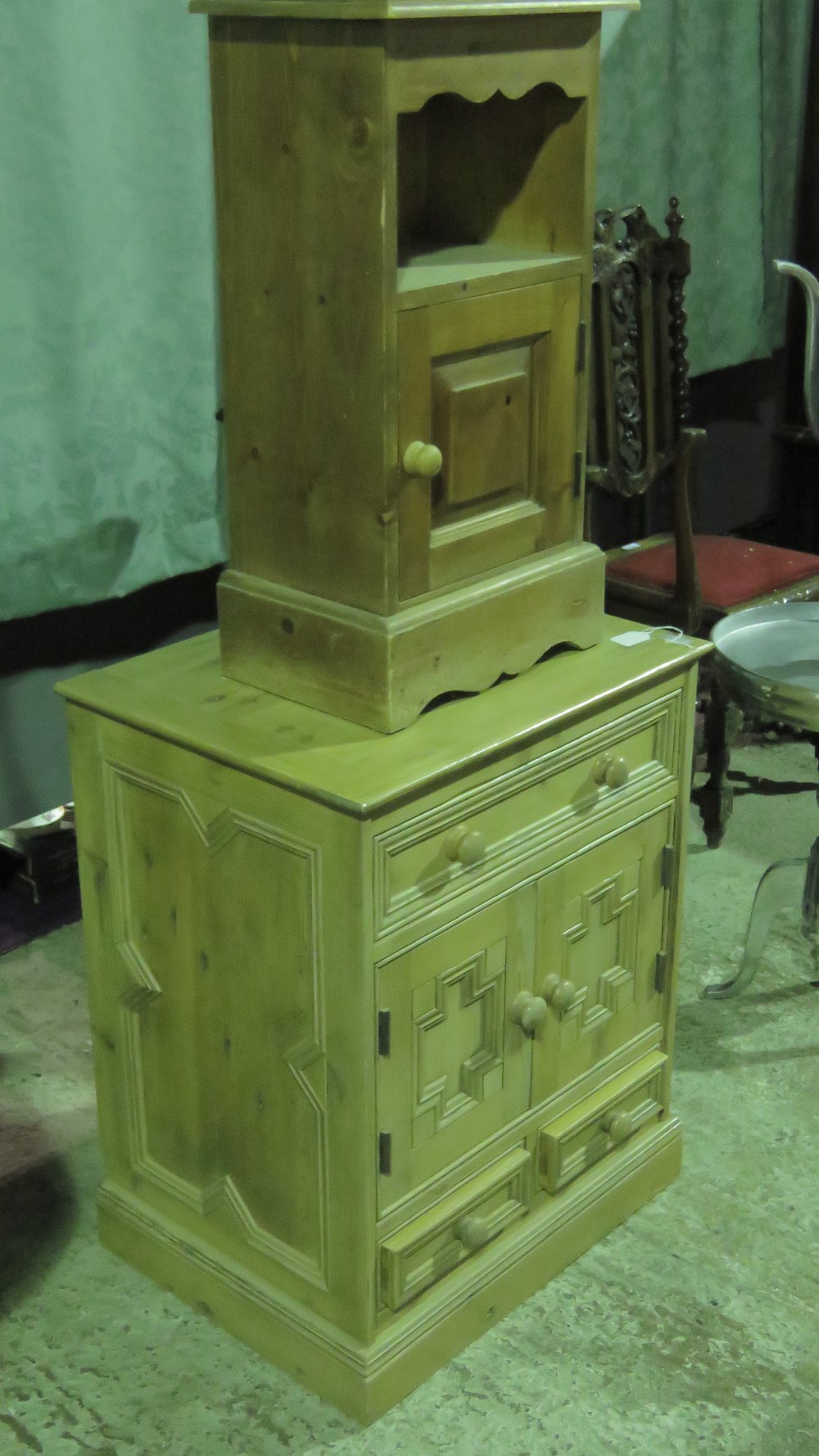 Lot 769 - A pine cupboard having twin doors with s