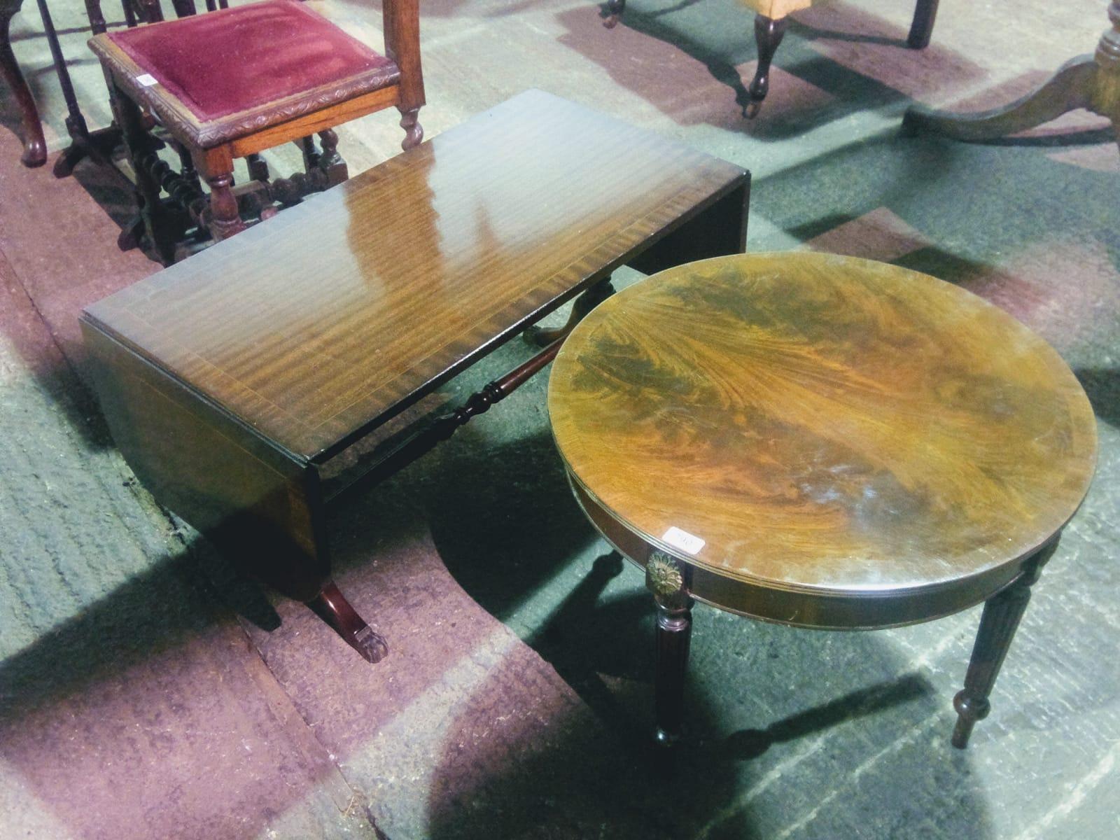 Lot 790 - A reproduction mahogany coffee table hav