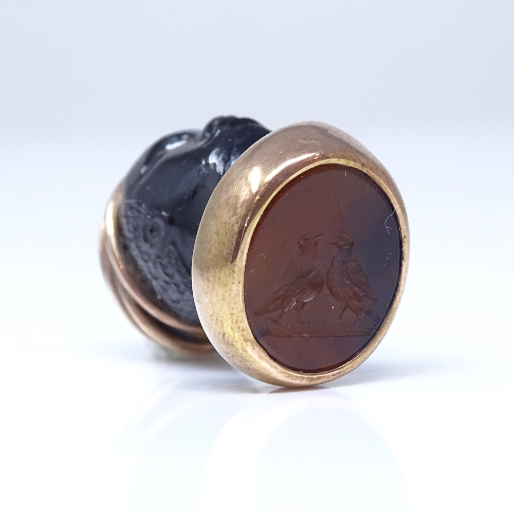 A 19th century banded agate figural Blackamoor seal fob, unmarked rose gold mounts with cabochon - Image 4 of 5