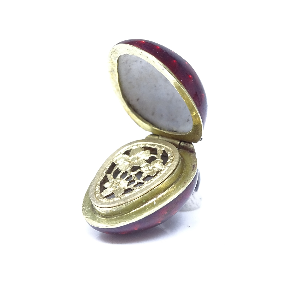 A 19th century unmarked yellow metal and silver enamel and rose-cut diamond strawberry vinaigrette - Image 2 of 8