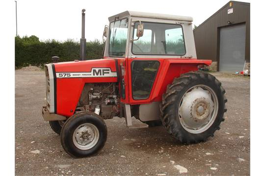 MASSEY FERGUSON 575 4cylinder diesel TRACTOR 8 speed transmission with floor change. Good straig
