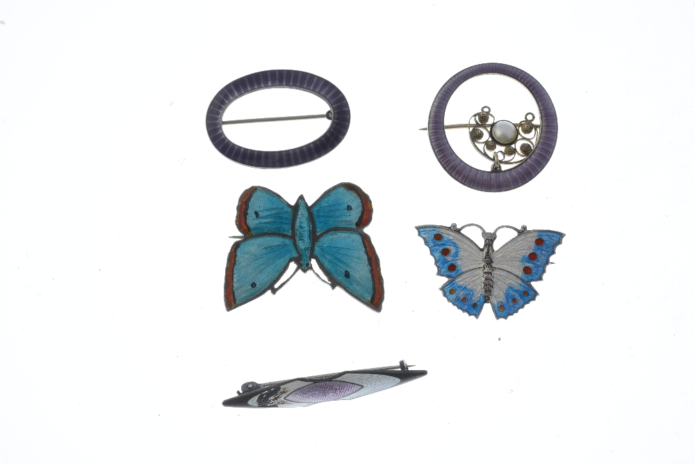Lot 7 - A selection of enamel silver and white metal brooches. To include a David Anderson silver