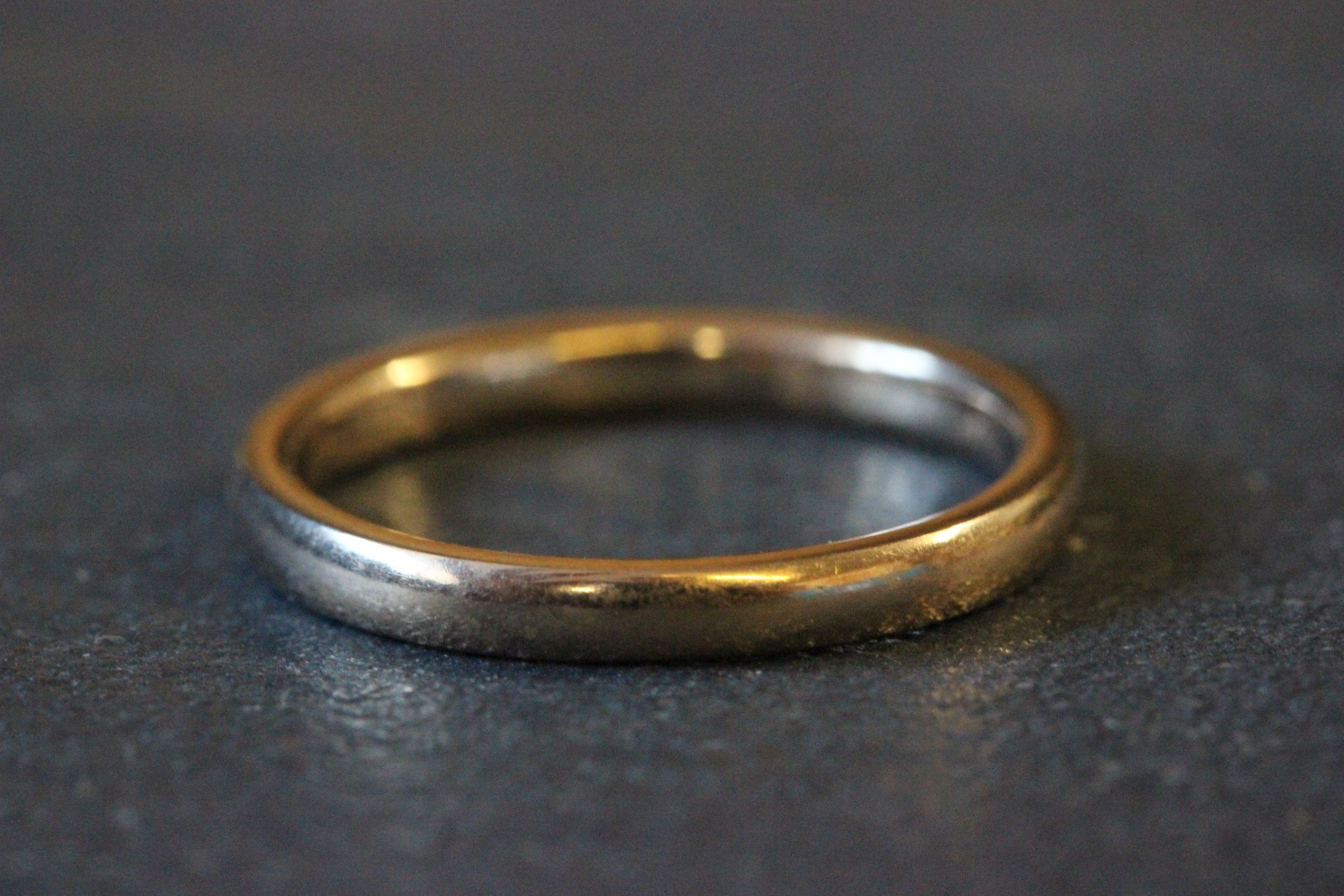 Lot 20 - 9ct Gold wedding band