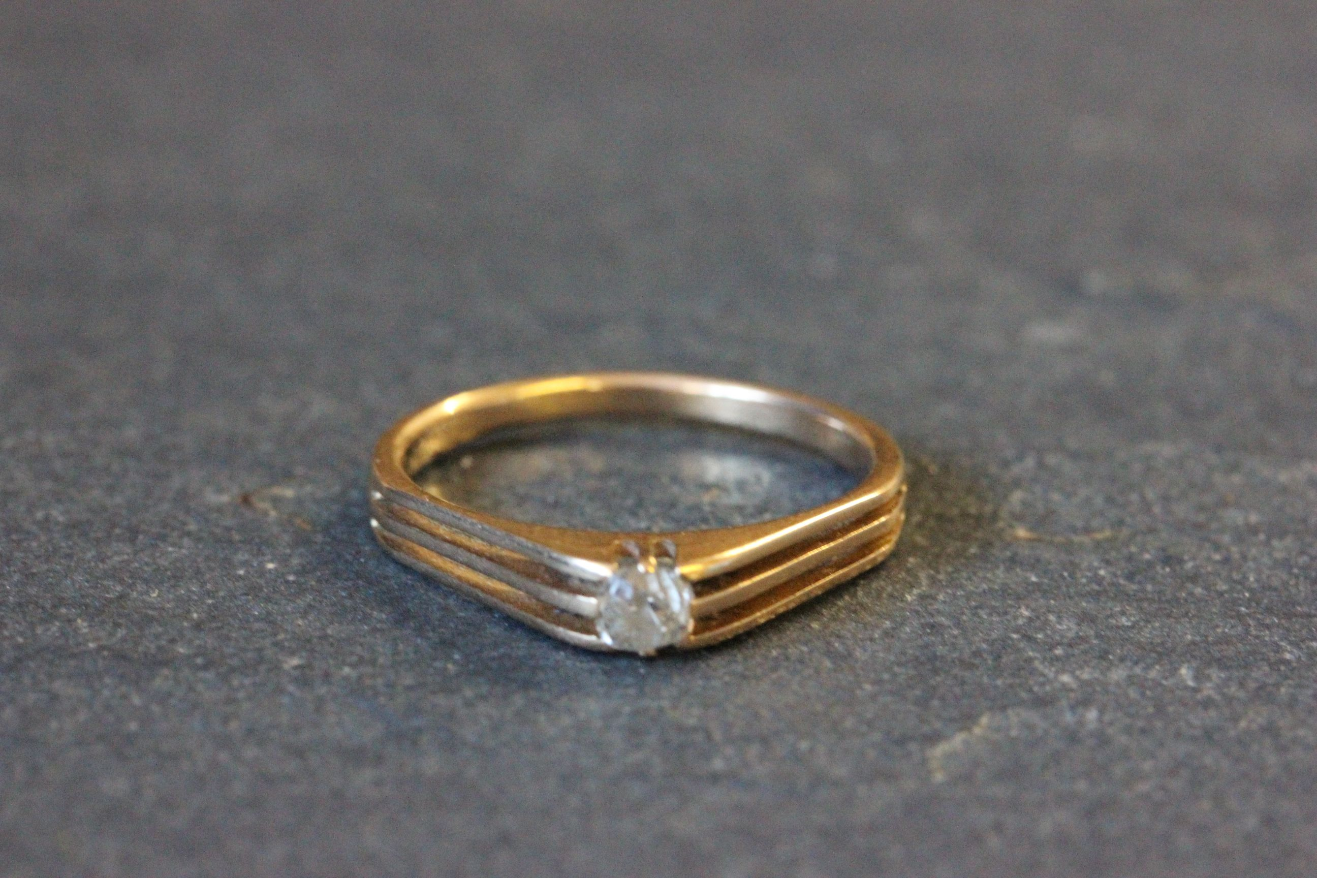 Lot 6 - Yellow metal and solitaire diamond ring