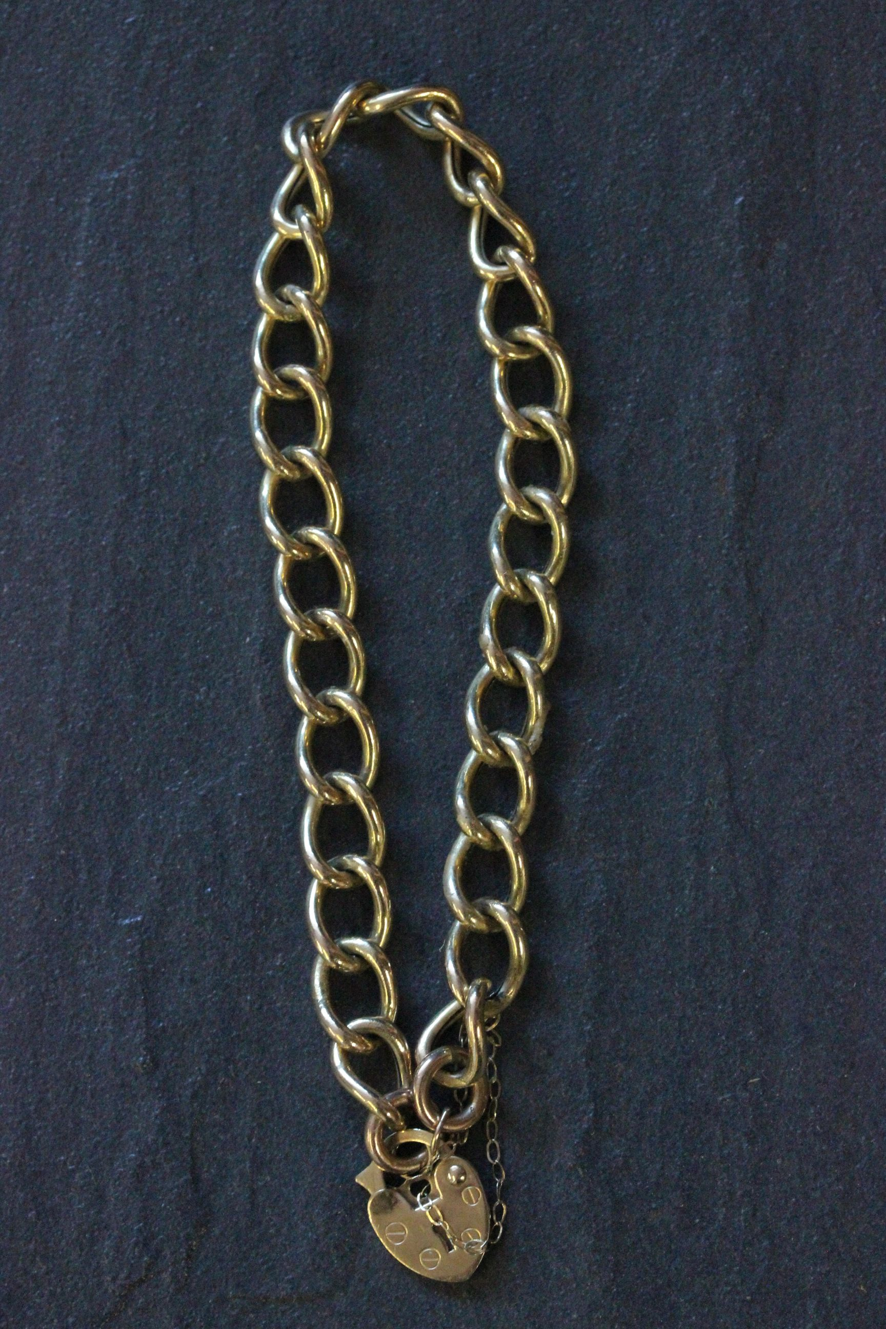 Lot 22 - 9ct Gold bracelet with heart clasp