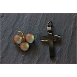 Lot 47 - Moonstone brooch with an agate cross