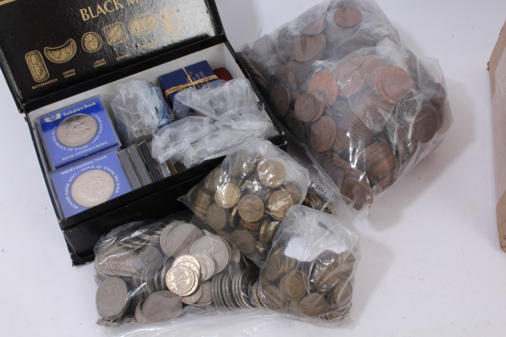 Lot 10 - World - mixed coinage and medallions - to include silver Netherlands 2½ Guilders 1930, 1932, 1937.