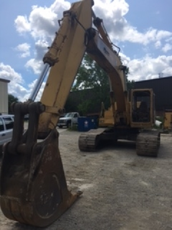 John Deere CK790D Excavator,ID#L007374, 9450 hours listed.Runs and sounds good.(bucket not included)